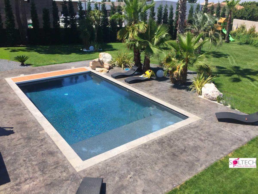 Le béton : matériau idéal pour votre plage de piscine