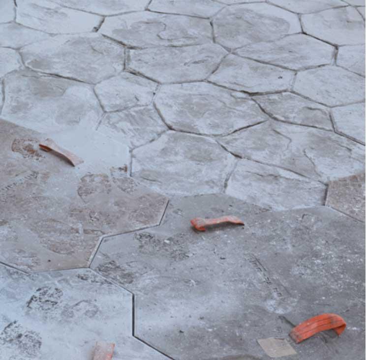 Application des empreintes par des moules représentatant le motif désiré